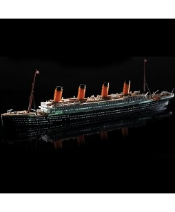 Academy modelis R.M.S. TITANIC + LED SET 1/700