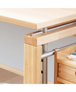 Matti reguliuojamas medinis stalas